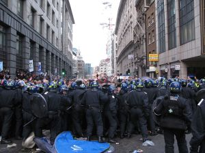"""Riot police officers """"kettle"""" protesters at the Bishopsgate Climate Camp, London, 1 April 2009. CC BY 2.0 Charlotte Gilhooly."""