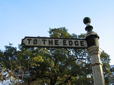 To The Edge sign, Alderley Edge, Cheshire. Photo by Pete Birkinshaw - https://www.flickr.com/photos/binaryape/64750753, CC BY 2.0.