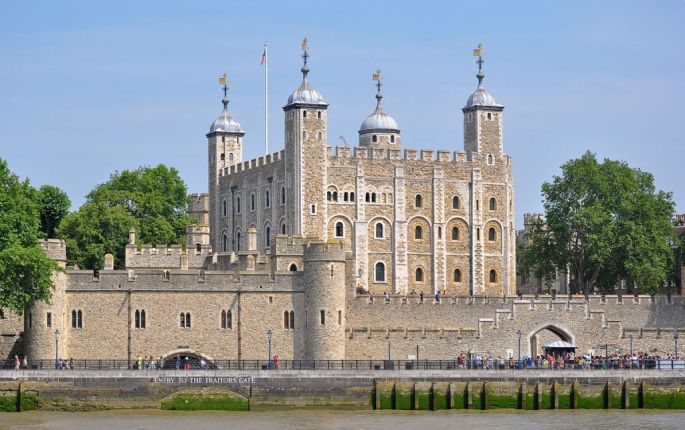 1200px-Tower_of_London_viewed_from_the_River_Thames Wikipedia Commons