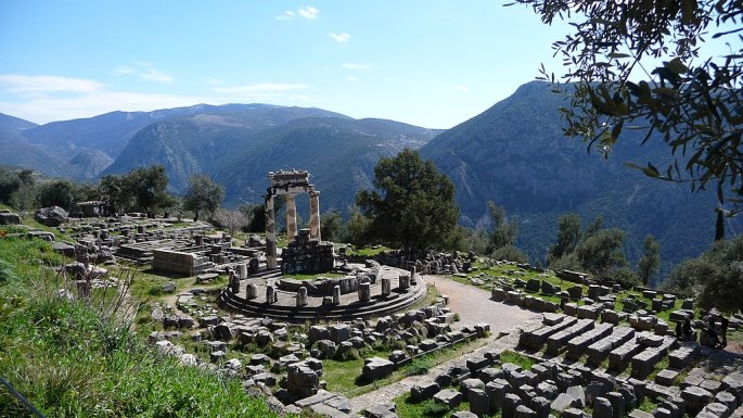 1024px-Delphi,_Greece_-_panoramio