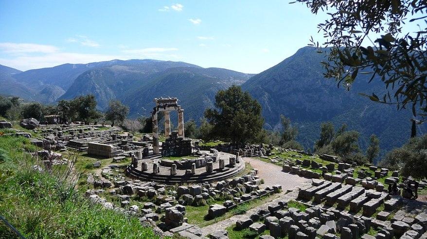 1024px-Delphi,_Greece_-_panoramio