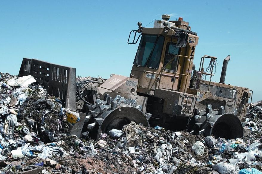 1024px-Landfill_compactor_Wikipedia_Commons