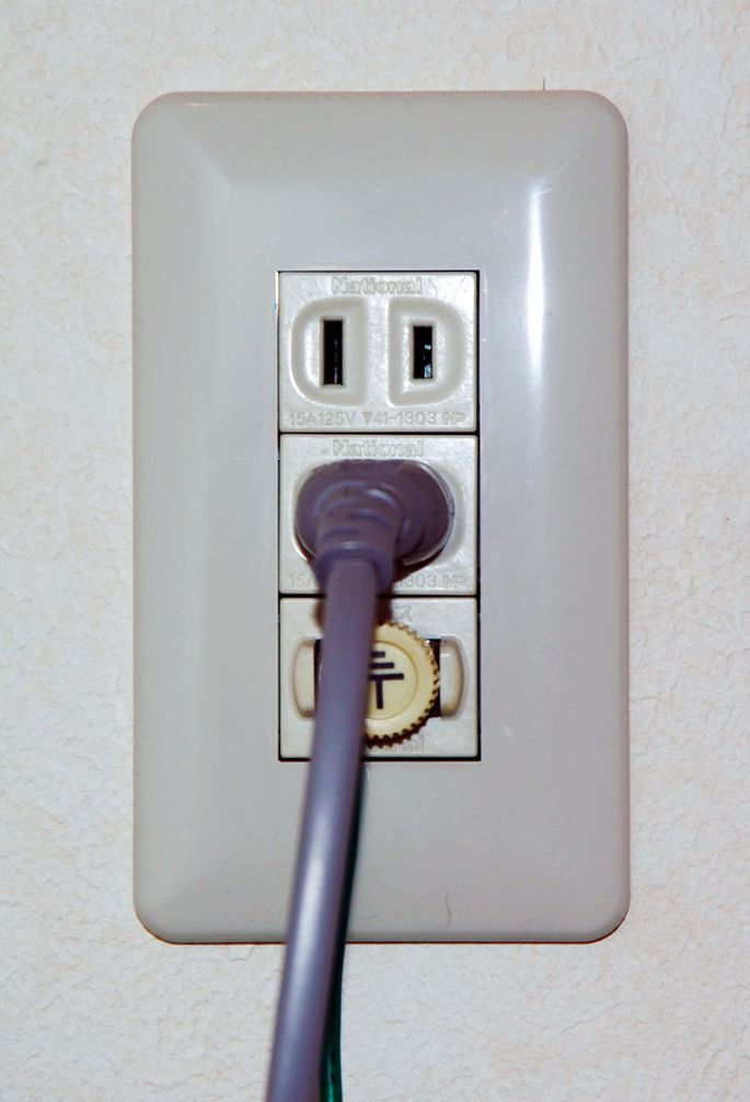 800px-outletplug